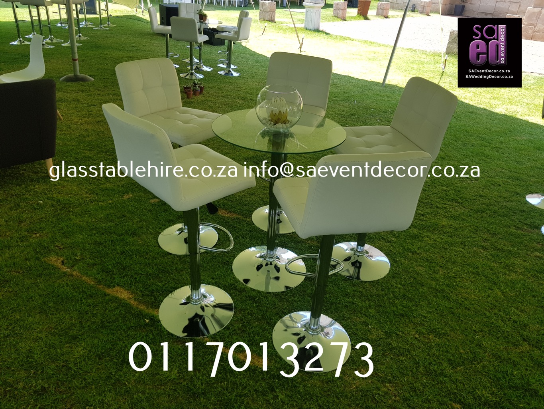 Sorex Estate - All White Cocktail Decor