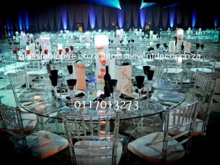 Glass round table with designer table base 2 1820x1211@1x